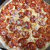 Фото к позиции меню Пицца Неаполитано с салями