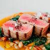 Фото к позиции меню Тунец на гриле с белой фасолью и сладким перцем