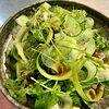 Фото к позиции меню Зеленый салат с кунжутно-соевой заправкой