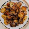 Фото к позиции меню Бэби картофель с грибами и вялеными помидорами