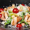 Фото к позиции меню Классический салат Цезарь с курицей