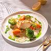 Фото к позиции меню Масляная рыба с кремом из моркови и брокколи и белым соусом на вине