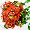 Фото к позиции меню Рисовая лапша с говядиной и овощами