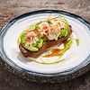 Фото к позиции меню Запеченный батат с крабом и авокадо