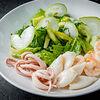 Фото к позиции меню Зеленый салат с морепродуктами