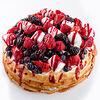 Фото к позиции меню Блинный торт с ягодами и маршмеллоу