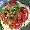 Фото к позиции меню Тартар из тунца с соусом Тонато