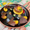 Фото к позиции меню Тартар из говядины с бейби картофелем и соусом васаби
