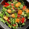 Фото к позиции меню Салат овощной с кейлом и жареным халуми